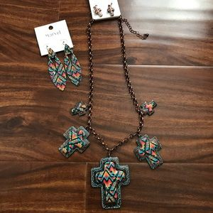 Jewelry - Southwest serape necklace with free gift 🎁